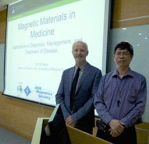 Prof Tim St Pierre with Dr Mean-Jue Tung at the ITRI