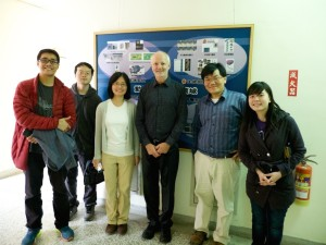 Profs Mei-Feng Lai, Tim St Pierre, and Zung-Hang Wei (center) with members of the joint research group of Prof Mei-Feng Lai and Prof Zung-Hang Wei at the National Tsing Hua University